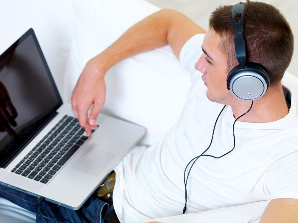 Почему не поет музыка на компьютере