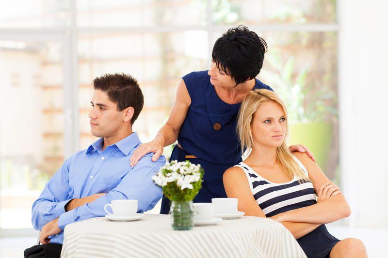 Большинство мужчин считают свою тещу привлекательной – статистика