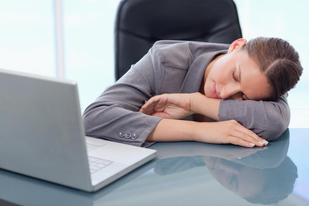 ученые сравнили вред недосыпа алкоголизмом