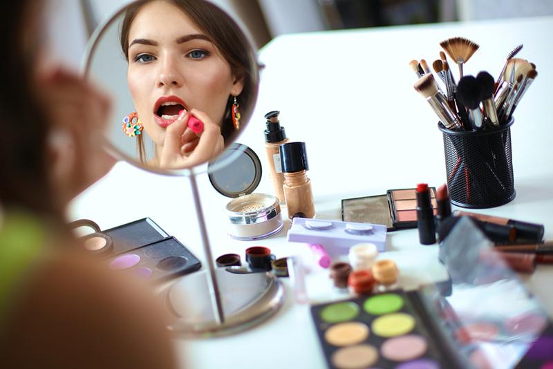 ученые обозначили главную причину конкуренции женщин