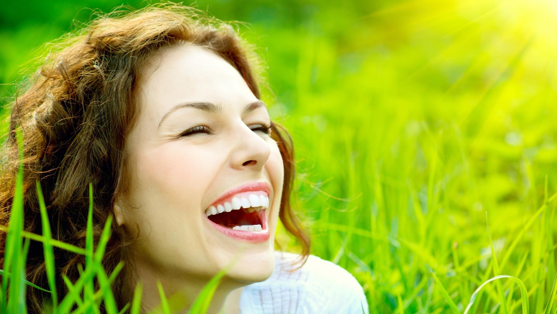 Как отбелить зубы с помощью соды и не навредить
