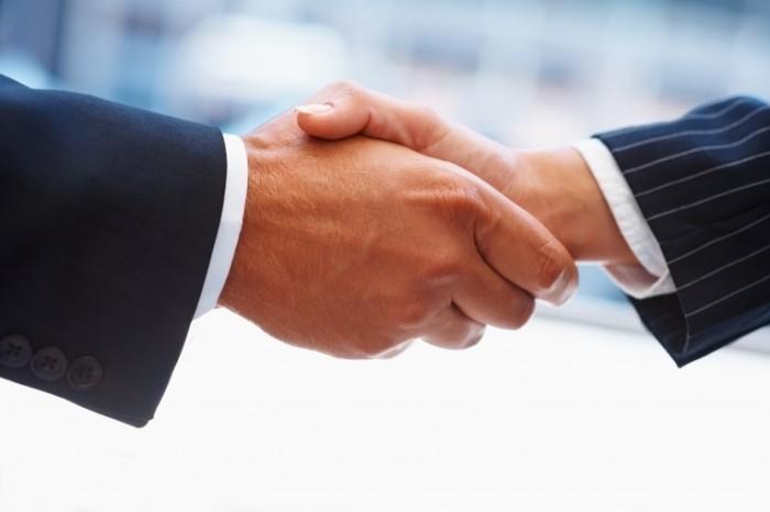 эксперты раскрыли главную причину слабых рукопожатий