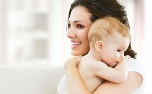 Почему мамы держат младенцев слева - ответ ученых