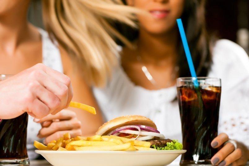 ученые выявили причину склонности усталых вредной еде